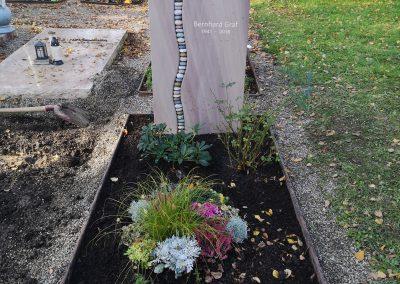 Ravenna mit Kieselaufreihung auf dem Friedhof Ostfildern Nellingen