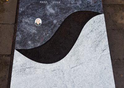 Orion/MP White beides aus Indien auf dem Friedhof Esslingen St. Bernhardt