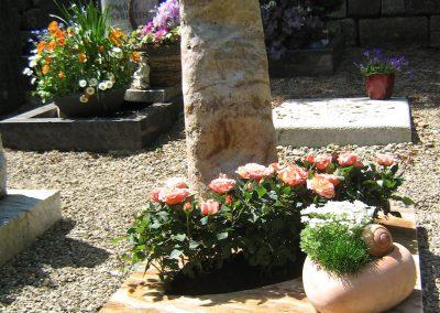 Odenwald Quarz aus dem Lautertal auf dem Friedhof Scharnhausen