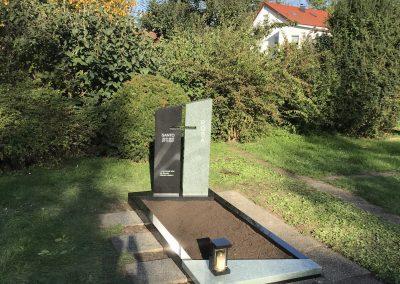 SSY (Schwarz) aus Schweden/Andeer (Mint) aus der Schweiz auf dem Friedhof Esslingen Berkheim