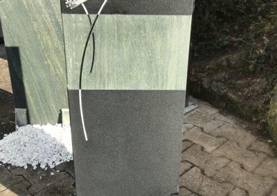 """Das Modell """"Löwenzahn Stele"""" in Ind. Black geledert/Dorfer Grün"""